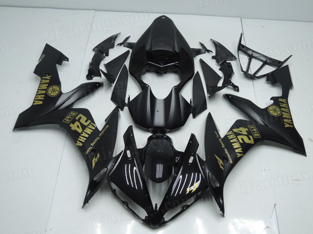 2004 2005 2006 Yamaha YZF R1 black fairing kits with gold stickers.