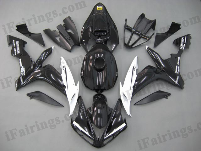 Aftermarket fairings for 2004 2005 2006 YZF R1 red/black scheme.