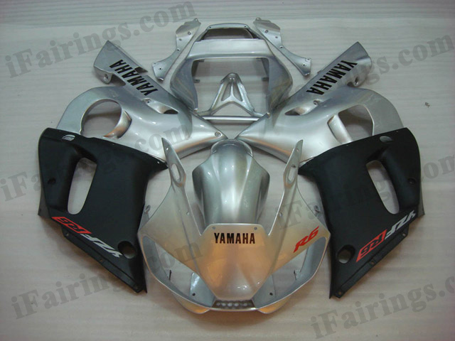 Motorcycle fairings for 1999 to 2002 YZF R6 silver and black scheme.