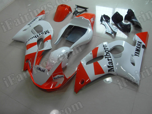 Motorcycle fairings/body kits for 1999 to 2002 Yamaha YZF R6 red and white.