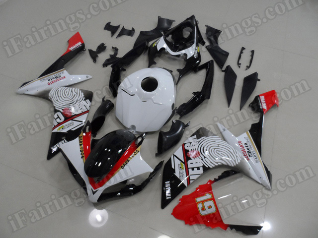 Motorcycle fairings/body kits for 2007 2008 Yamaha YZF R1 white and black custom paint.