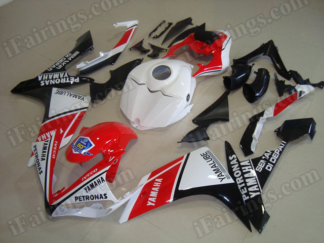 Motorcycle fairings/body kits for 2007 2008 Yamaha YZF R1 red, white and black scheme.