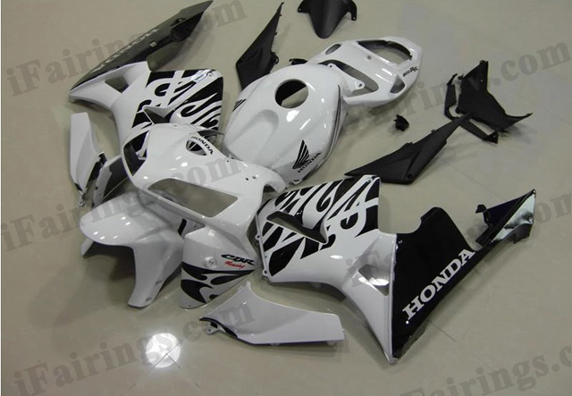 2005 2006 CBR600RR pearl white and black fairings